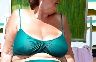 Julie porno smateur latino Ann bromeando en sus pantimedias transparentes hasta la cintura