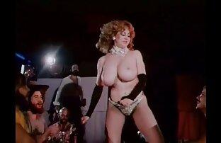Ébano alumna Mercy chupando una pornolatino amateur polla blanca